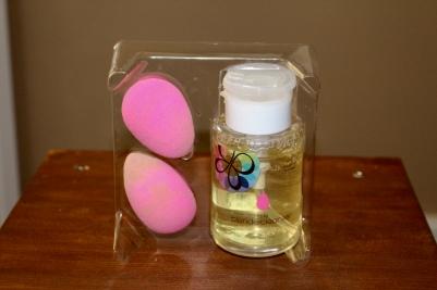 Beauty Blender vs Real Techniques Miracle Complexion Sponges | Chloe Plus Coffee