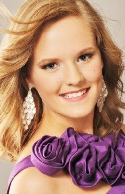 Chloe Fulton at Miss Teenage Canada 2012