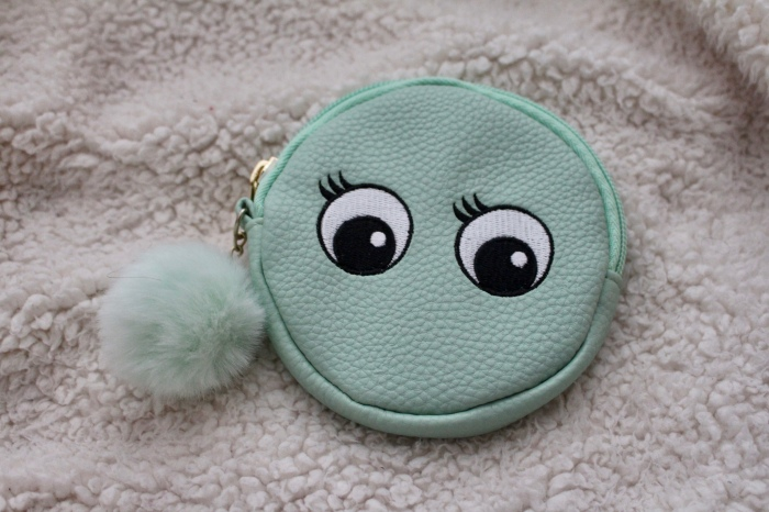 Love Hayley Beth's Giveaway Prize | Cute Zippered Pouch with Bauble