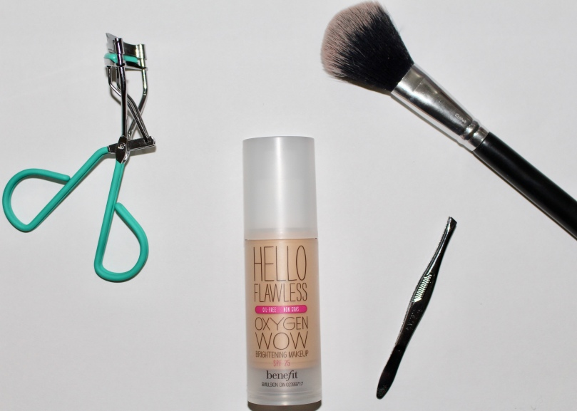 Benefit hello flawless oxygen wow! liquid foundation brightening makeup oil-free SPF 25 | Chloe Plus Coffee