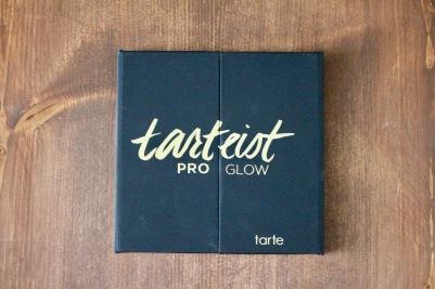 Tarte Tarteist™ Pro Glow Highlight & Contour Palette | FabFitFun Summer 2018 Box | Photo by Chloe Plus Coffee